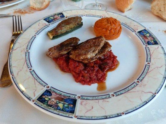 La Martiniere : Médaillons de Mignons de Porc, Concassé de Tomates au Romarin