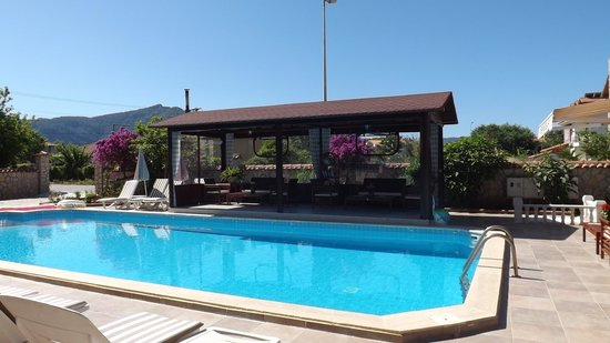 Mehtap Hotel Dalyan: Poolside Seating Area