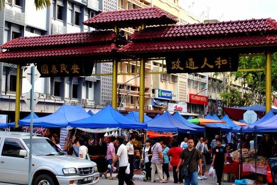 加雅街周日市场