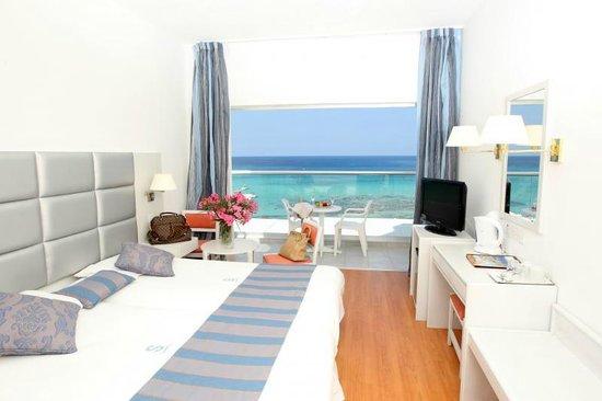 Silver Sands Beach Hotel: Room