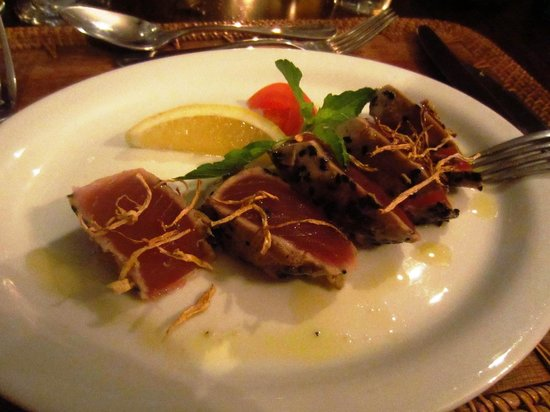 La Plaine St. Andre: Delicious seared tuna adorned with crispy ginger