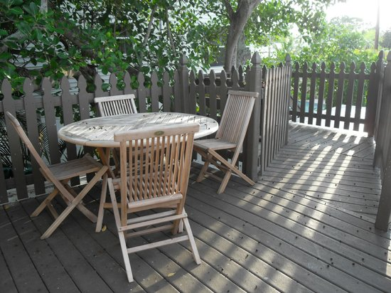 Sunrise Garden Resort: Crows nest private seating