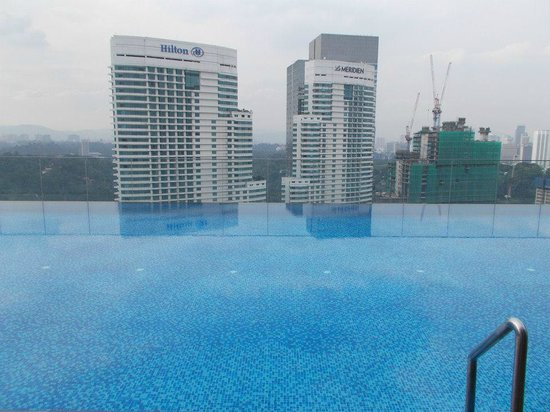 Aloft Kuala Lumpur Sentral: SWIMMING POOL AT 30TH FLOOR