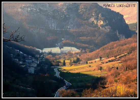 Serra San Quirico, إيطاليا: GROTTE-SOTTO-LE-NOCI- DI FABRIANO (AN) - PAESAGGI DI MARCA