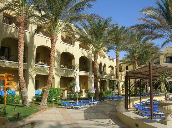 Sol Y Mar Makadi Sun: Liegebereich beim Pool