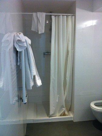 Pantone Hotel: doccia