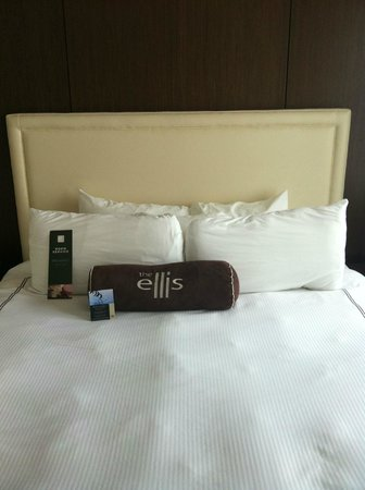 Ellis Hotel: Bed