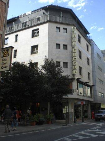 Hotel Tivoli: Vom Busbahnhof kommend ist das der Hotelanblick