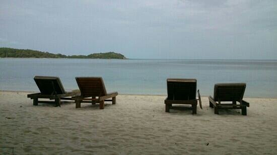 Muang Kulaypan Hotel: praia do hotel