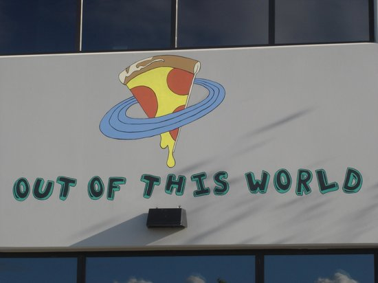 Out of this World Pizza and Play: Great place for kids.