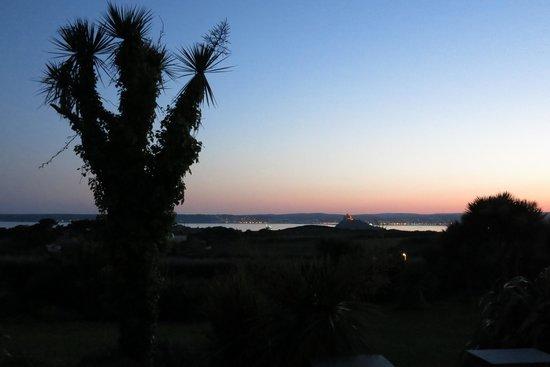 Ednovean Farm: Sicht auf Meer am Abend