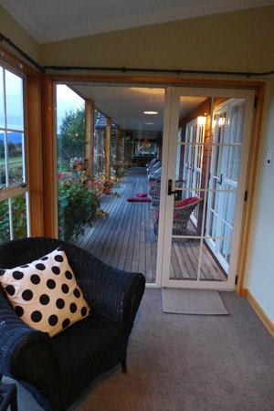 Silver Peaks Lodge: Outside room