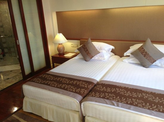 Royal Wing Suites & Spa: Crisp linen and great sleep