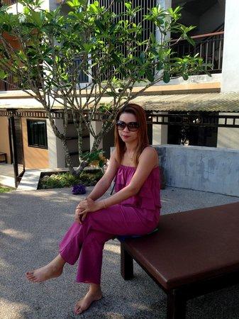 Chalicha Resort: บริเวณสระน้ำภายในโรงแรม