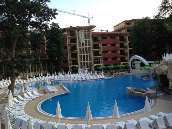 Grifid Hotels Club Hotel Bolero: The lower poolarea