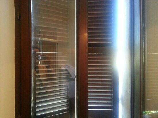 Hotel Clitunno: Stanza 128 - finestra del bagno