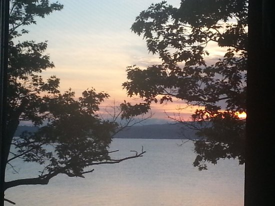 The Lake House at Ferry Point: Sunrise from our room........