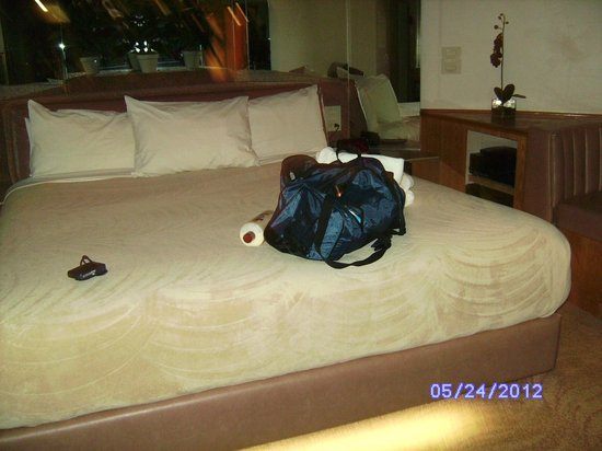 Sybaris Frankfort: King size w/matching robes