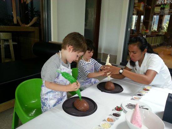 Andara Resort and Villas: Kids Club - Making Chocolate Eggs