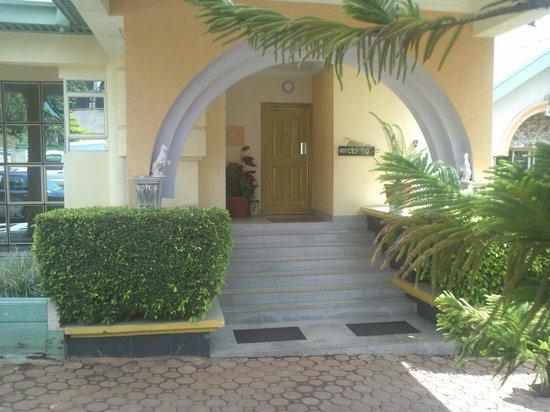 Lavida Suites: Main door entrance