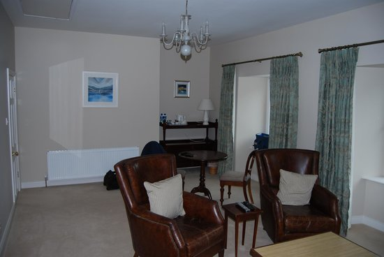 Ballinclea House Bed and Breakfast: The Suite-outer room