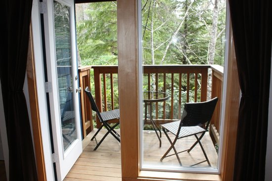 Harvey House B&B: your own balcony right into Canadian nature