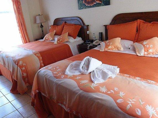 Los Lagos Hotel Spa & Resort: Nice beds