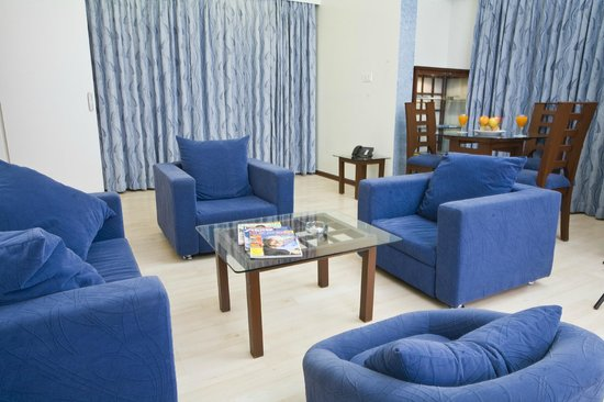The President Hotel : Suite Room - Living Room