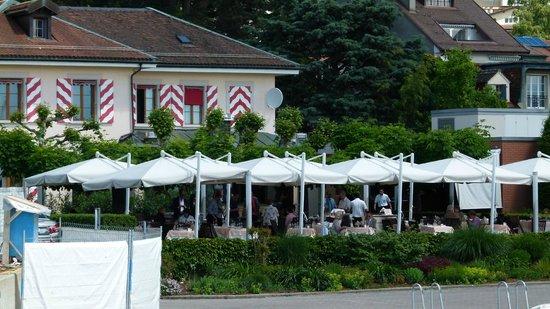Le Restaurant du Port: Blick auf das Restaurant und die Terrasse