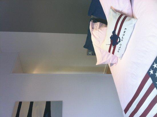 La Villa Argos : Chambre Grand Prix. Son lit à eau vous amène à une détente complète.