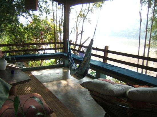 Ock Pop Tok Villa: メコン川を望むテラス