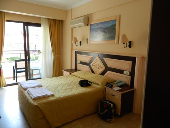 Hotel Bonjour: Our beautiful double room