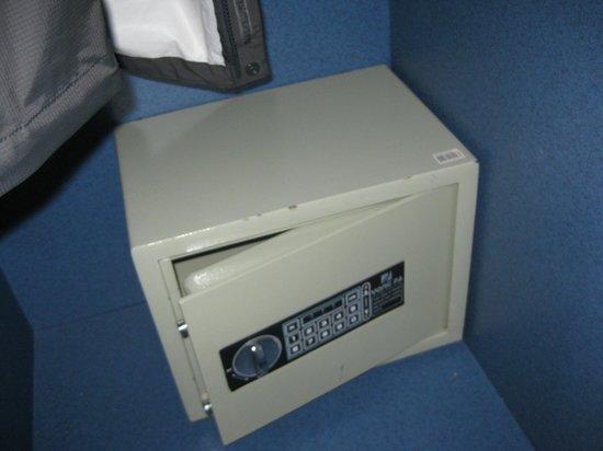 Strandhotel Camperduin: In room safe