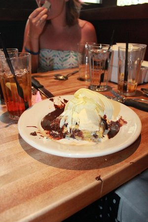 The White Chocolate Grill - Park Meadows: The blond brownie desert