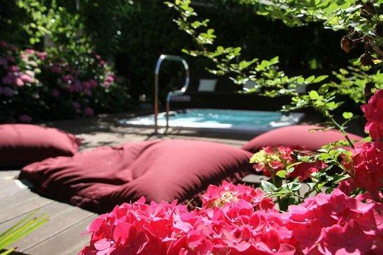 Hotel Gardenresidence Zea Curtis: Der Außenwhirl von Ostern bis Anfang November auf 36° beheizt