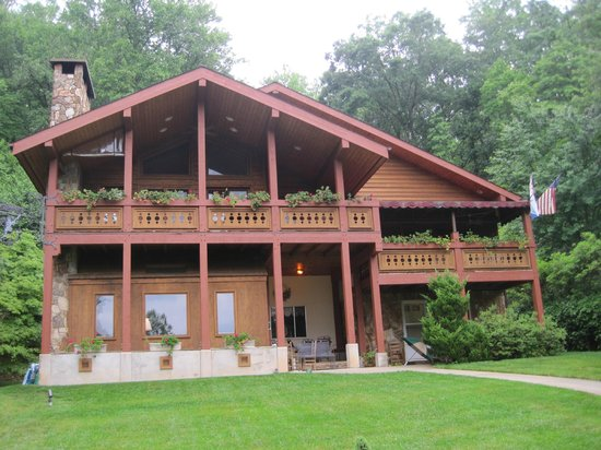 The Chalet Inn Bed & Breakfast: Bed and Breakfast