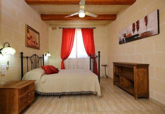 Pergola Farmhouses: typical bedroom