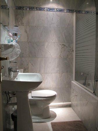 Hotel du Mont Blanc: Bathroom