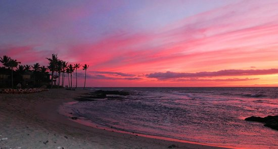 Four Seasons Resort Hualalai: Sunset at the beach.