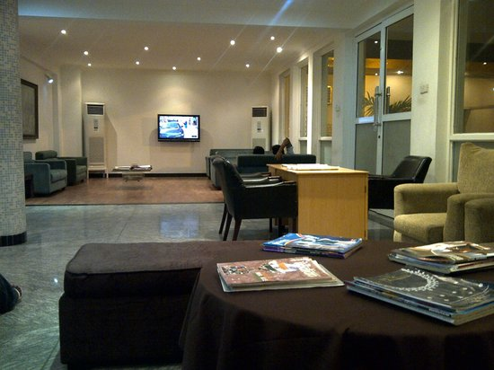 Karma Hotel: Lobby