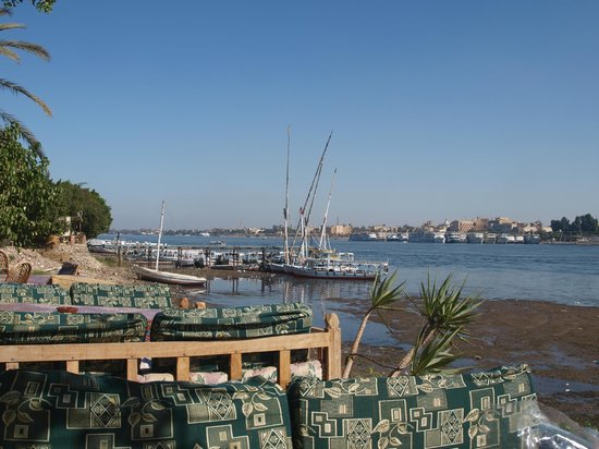 El Mesala Hotel : follow the river and sit here with a tea