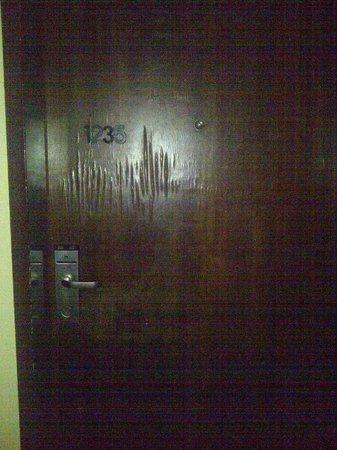 شيراتون أبوجا هوتل: That was my door.