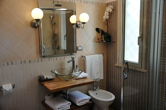 Althea Inn: Bathroom