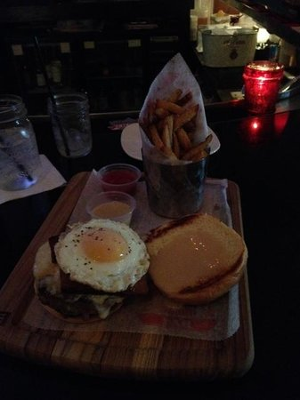 Mussel & Burger Bar: Breakfast burger and house fries