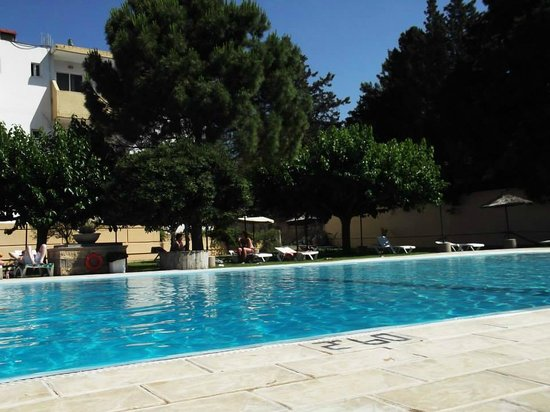 Achousa Hotel: Pool Area