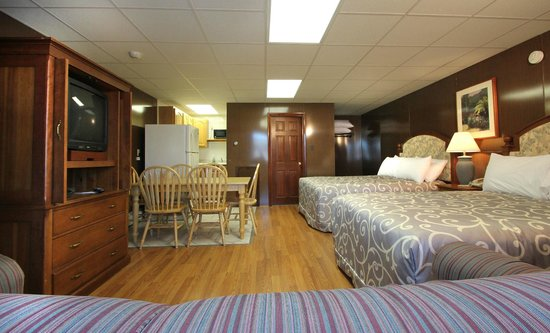 Normandie Oceanfront Motor Inn : Room w/kitchen sleep 6