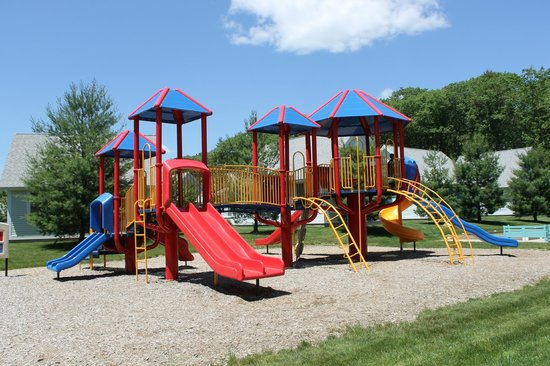 The Cottages at Summer Village: Playground near pavilion!