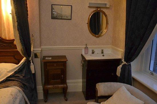 Cranleigh: Room 2 sink in the room