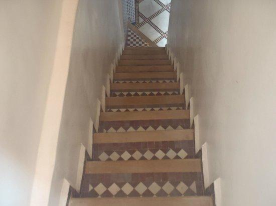 Dar Mehdi : way down - steep stairs