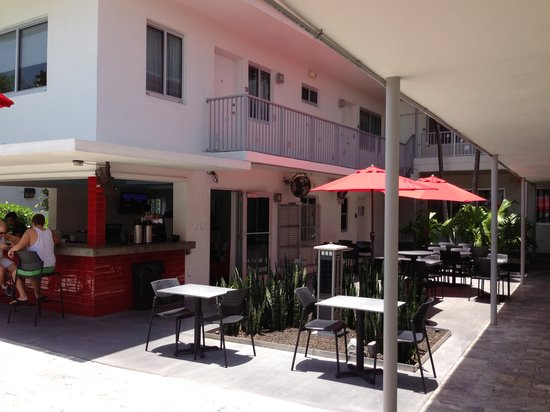 The Royal Palms Resort Bar & Grill: Outdoor and indoor dining
